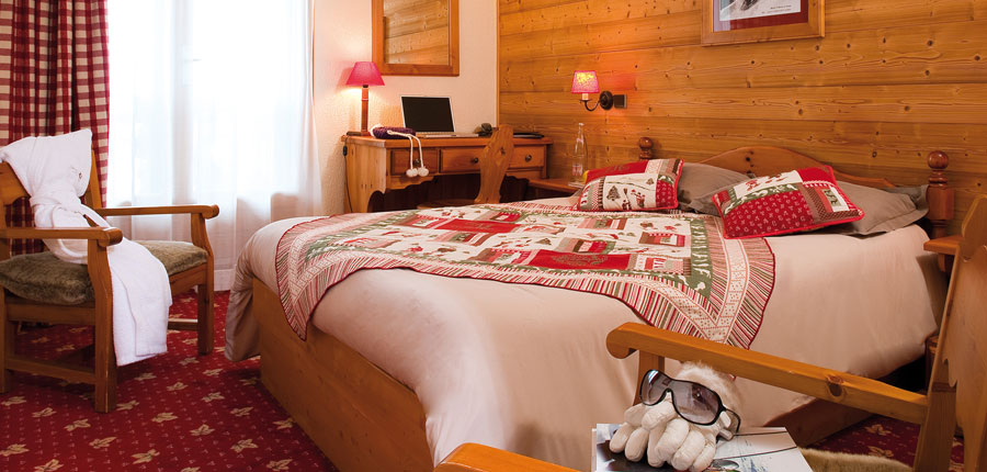 france_three-valleys-ski-area_val-thorens_hotel_le_sherpa_bedroom.jpg